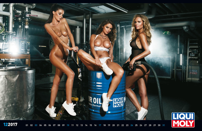 Самый сексуальный календарь из всех, которые рекламируют машинное масло!