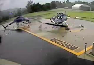Два вертолёта зацепились винтами (разрушительное ВИДЕО)