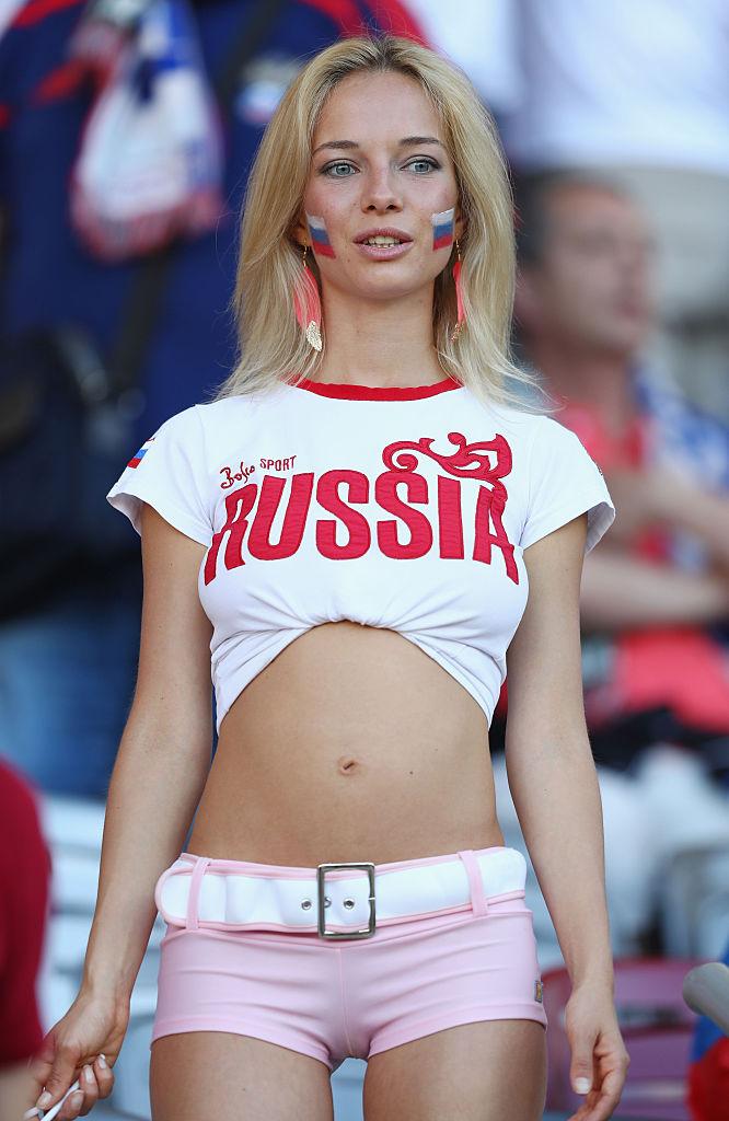 Фото №15 - Самые прекрасные русские болельщицы во Франции
