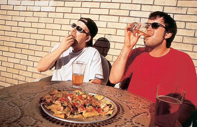 Не стесняйся взять со стола последний кусок пиццы или последнюю бутылку пива