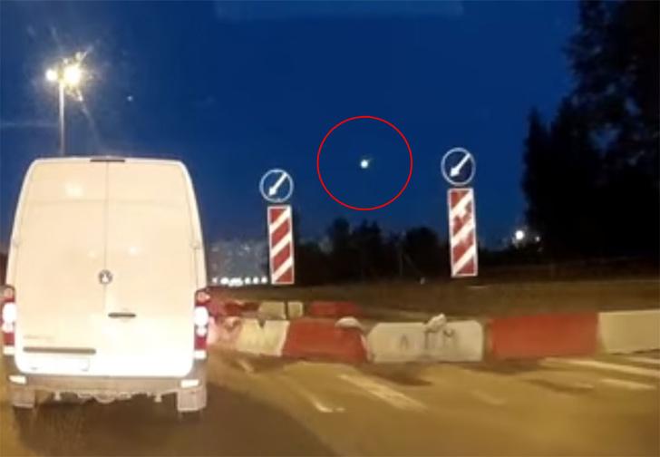 Фото №1 - Видео! Огненный шар пронесся над Петербургом (нет, это было не солнце)