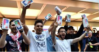 iPhone X плохо продаётся отлично