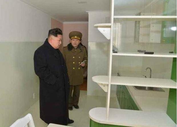 Фото №1 - Статуи, фальшивые доллары и еще 6 статей экспорта Северной Кореи