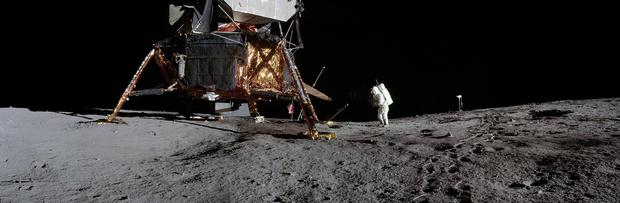 Фото №6 - NASA показало ранее не опубликованные панорамы, снятые во время высадки на Луну (фото)