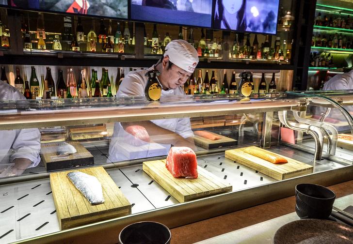 Фото №4 - Как можно удивить девушку японским рестораном?