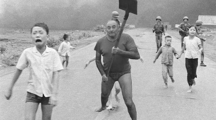 Фото №6 - Герой Интернета: мужик с лопатой и в трусах