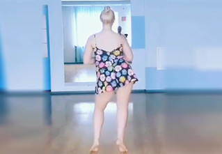 Лучший танец, исполненный исключительно женской попой!