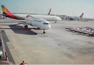 Самолет сносит хвост другому самолету (сокрушительное ВИДЕО)
