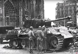 «Першинг» против «Пантеры»: реальное видео танкового боя Второй мировой войны