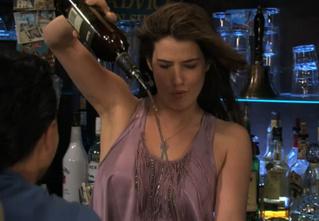 Пятничная подборка гифок сексуальных барменш