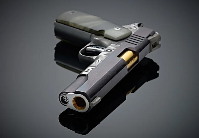 Фото №1 - Оружейники из Cabot Guns сделали пистолет из доисторического метеорита и дамасской стали