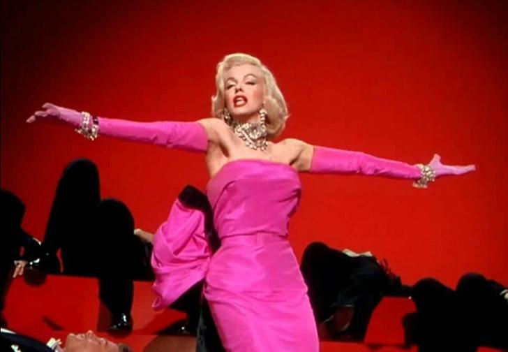 Фото №1 - Беллу Хадид назвали «Мэрилин Монро миллениалов» после выхода в розовом платье