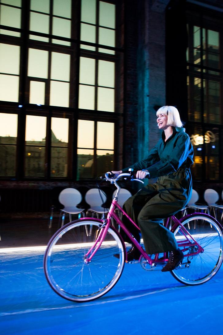 Фото №9 - Подиум для велосипедов: модный показ Electra по случаю 25-летия бренда
