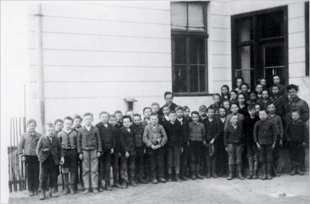 Витгенштейн и ученики Оттертальской начальной школы
