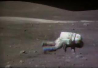 Эпичная видеоподборка астронавтов, падающих на Луне!