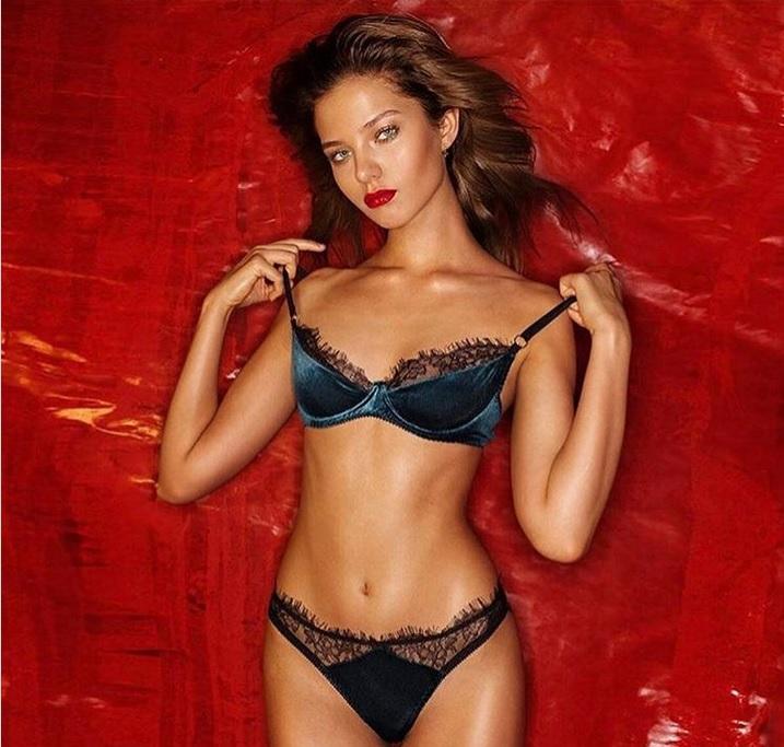 Фото №1 - Дожили! Дочь Евгения Кафельникова Алеся объявила себя моделью plus-size!
