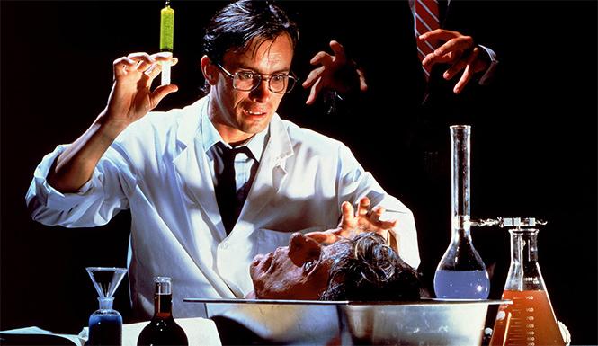 Фото №1 - 10 лучших врачей-психопатов в кино