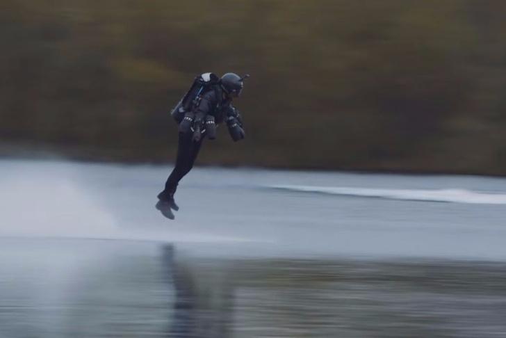 Фото №1 - Пилот в летающем костюме побил мировой рекорд скорости! «Железный человек», подвинься! (внушающее ВИДЕО)