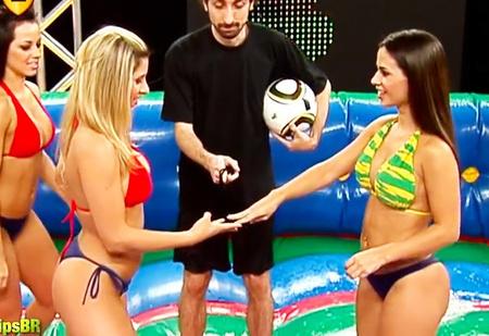 Что может быть лучше обычного футбола? Мыльный футбол! (ВИДЕО)
