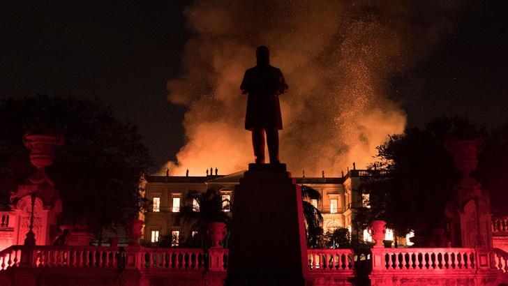 Фото №1 - Пожар в Бразильском музее истории (фотогалерея)