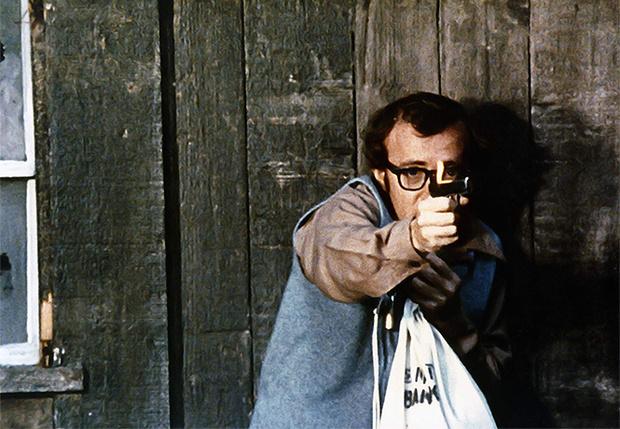 Фото №1 - Вуди Аллен выставил иск «Амазону» на 68 миллионов долларов за отказ выпускать его фильмы