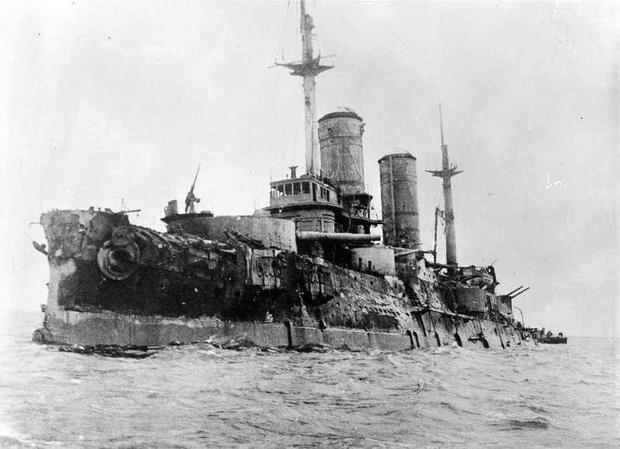 Фото №1 - История одной фотографии: обстрелянный броненосец «Слава» в 1917 году