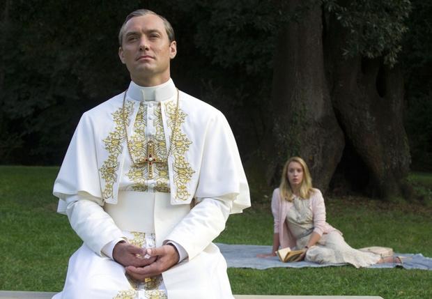 Фото №1 - Сколько зарабатывает римский папа?