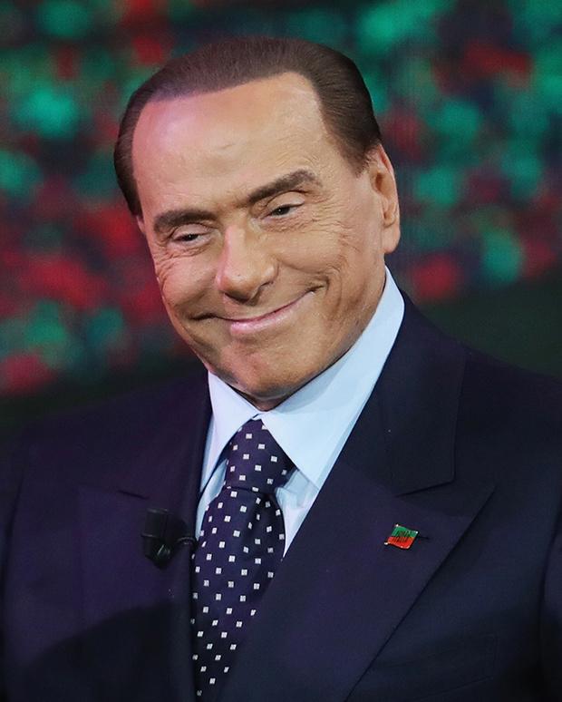 Фото №8 - Облико скандале! Берлускони: невероятные приключения итальянца в Италии