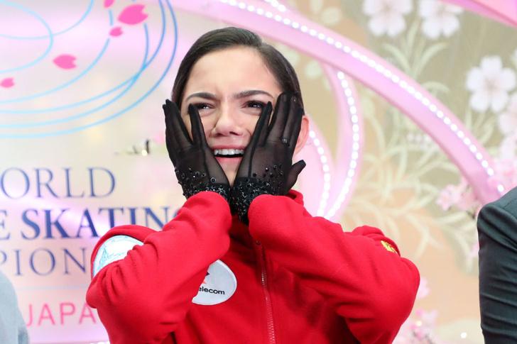 Фото №1 - Медведева в провокационном костюме вызвала скандал в Сети. Фигуристка отреагировала остроумно (видео выступления прилагаем)