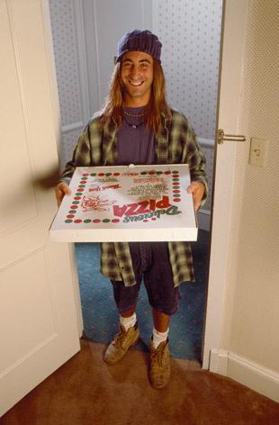 Когда пицца, заказанная поздно ночью, приезжает действительно сразу.