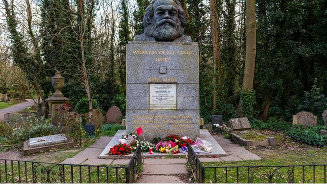 Гримаса капитализма: вход на могилу Карла Маркса платный