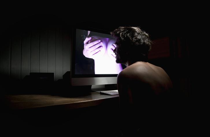Фото №1 - Рисковый пользователь загрузил в «облако» Amazon 1,8 петабайта порно: зачем и что из этого вышло