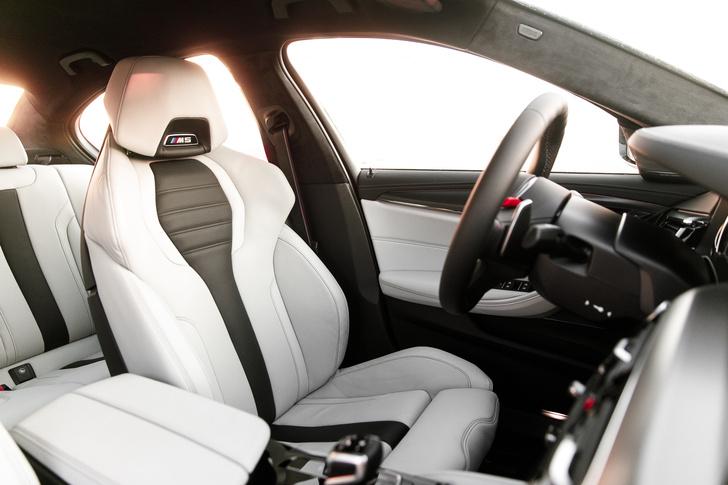 Фото №8 - Тест BMW M5, машины по превращению резины в дым
