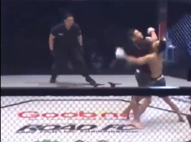 Фото №1 - Самый быстрый нокаут по-корейски: боец MMA уложил противника за пару секунд (видео)