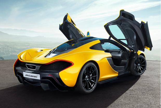 Силовая установка McLaren P1 выдает 916 л.с. Первую сотню гиперкар разменивает за 2,8 с, 200 км/ч с места берет за 6,8 с, до 300 км/ч ускоряется за 16,5 с