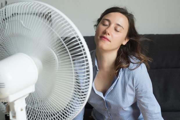 Фото №1 - Правила безопасного сна в жару с включенным вентилятором