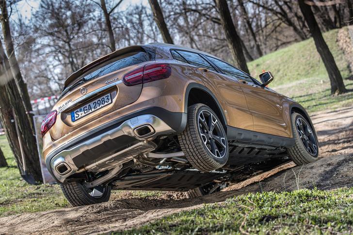 Фото №11 - Лезем на Mercedes GLA туда, куда нельзя