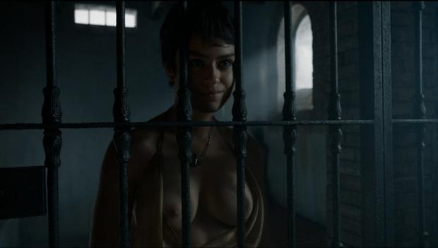 Тиена Сэнд и ее грудь