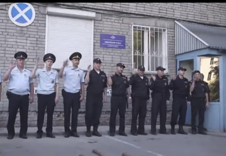 Фото №1 - Сибирские полицейские сняли клип про свою работу. И он очень странный (видео)