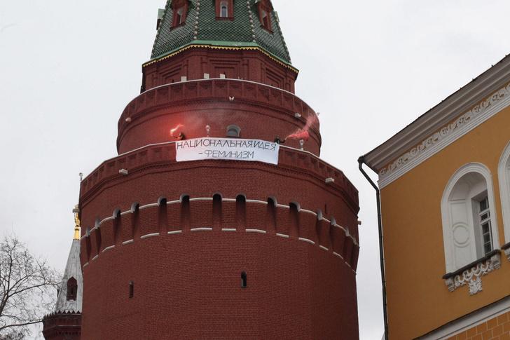 Фото №1 - Избранные шутки о фейковой акции феминисток в Кремле