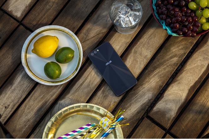ZenFone 4: сам себе фотограф