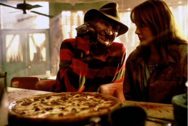 Фото №1 - Жуть! Девушка заказала пиццу, а ей принесли еще и свидетельство о смерти!