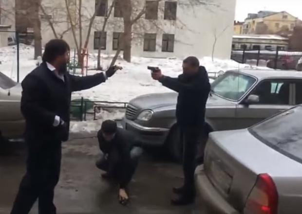 Фото №1 - Весенняя дорожная разборка со стрельбой оживила неласковые улицы Екатеринбурга! (ВИДЕО)