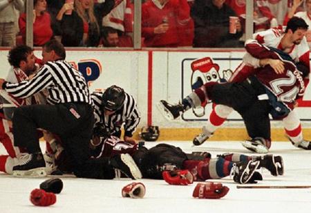 «Святая месть! Кровь рекой лилась с его лица на лед…» О самой крутой драке в истории хоккея