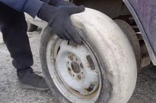 Мужики соорудили автомобилю бетонные колеса и покатались (чудесатое видео)