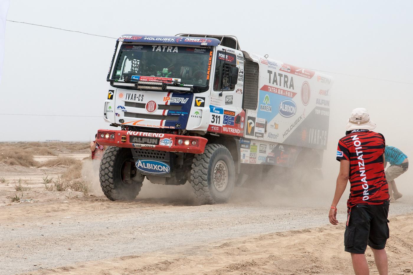 Tatra финиширует на трех колесах, фото 1