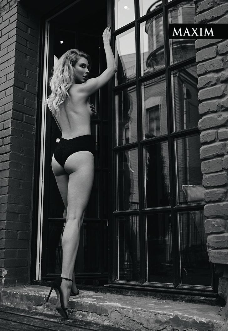 Фото №5 - Сцена на балконе: Светлана Степанковская в нашей новой фотосессии