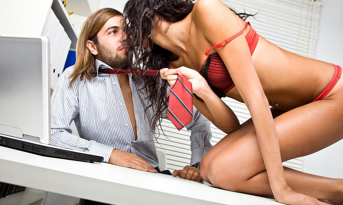 seks-pozi-v-ofise
