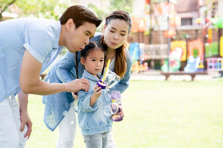 Фото №1 - Женщина 10 лет платит актеру, чтобы он изображал отца ее ребенка
