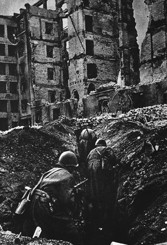 Фото №1 - Снайпер дома Павлова: документальные кадры, как Анатолий Чехов убивает своего 40-го фашиста